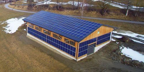 PV-Anlage auf Dach und Fassade in der Landwirtschaft © eco-tec.at Photovoltaics GmbH